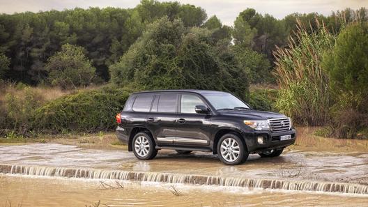 Toyota объявила российские цены на обновленный Land Cruiser