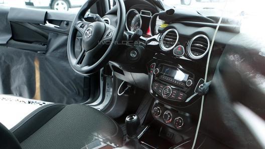 Бюджетный хэтчбек Opel Junior показал свой интерьер