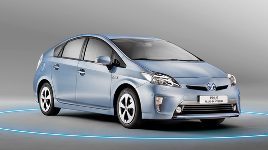 Расход топлива Toyota Prius довели  до 2,1 л на 100 км