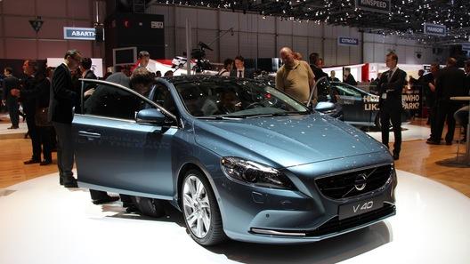 Хэтчбек Volvo V40 показали на Женевском автошоу