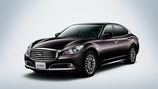Nissan представил пятое поколение седана Cima