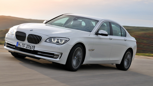 BMW представил новый седан 7 Series со спецкомплектацией для России
