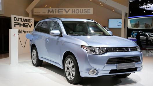 Mitsubishi назвал цену нового Outlander PHEV