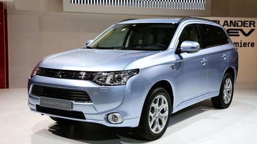 Гибридный Mitsubishi Outlander сертифицирован для использования в России