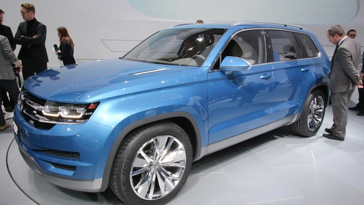 VW представил прототип шестиместного гибридного кроссовера