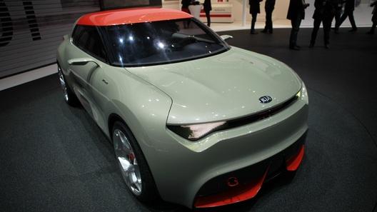 Kia удивил Женеву гибридом с 850 лампочками
