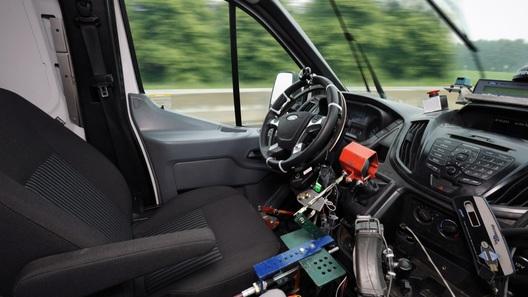 Ford заменил водителей-испытателей роботами
