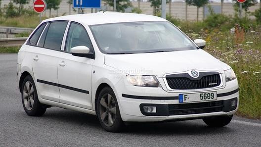 Skoda Rapid в кузове хэтчбек замечена фотошпионами