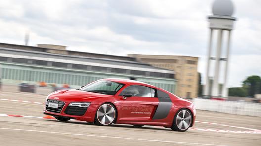 Рвемся в неизведанное на электрическом суперкаре Audi R8 e-tron