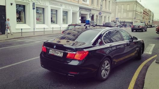 У чиновников забирают дорогущие BMW и пересаживают на