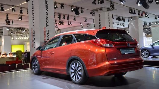 Honda не привезла во Франкфурт Civic Type R, но показала универсал