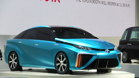 Toyota доработала для Токио водородный седан FCV