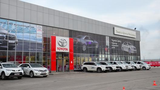 Toyota запускает в России нового дилера и продажи кроссовера Highlander