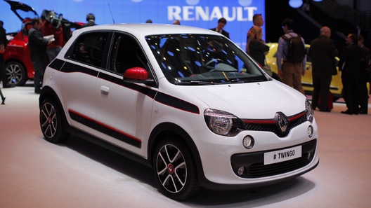 Новый Renault Twingo показался живьем в Женеве