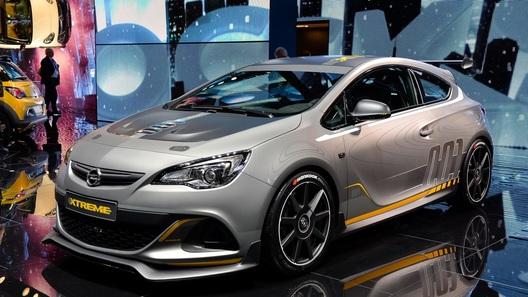 Горячий хэтчбек Opel сменил в Женеве диван на карбон
