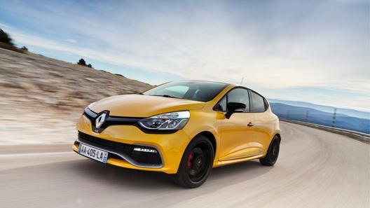 Отказ от постного меню: тест-драйв горячего хэтчбека Renault Clio RS