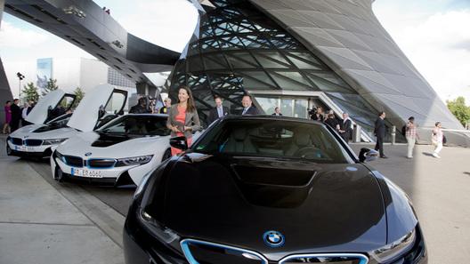 BMW продал первый автомобиль с лазерными фарами