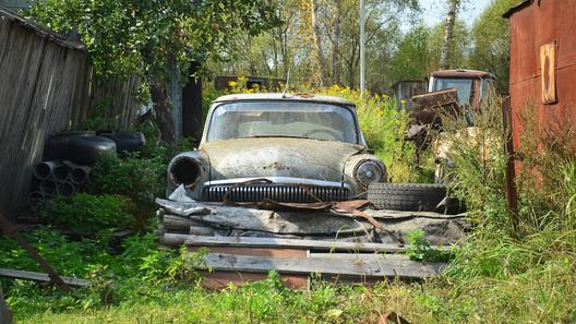 Госдума хочет убрать с дорог старые машины. Совсем