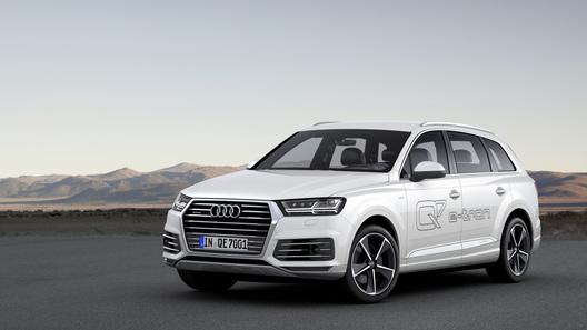 Гибридной Audi Q7 топливо почти не понадобится