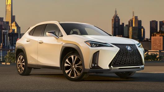 Lexus назвал российские цены на новый кроссовер UX
