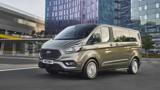 В России начались продажи обновленных Ford Tourneo и Transit Custom