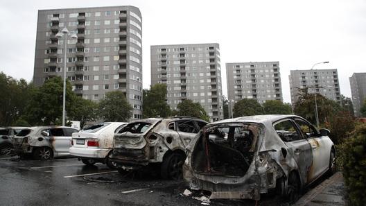 В Швеции за ночь сожгли более 100 машин (видео)
