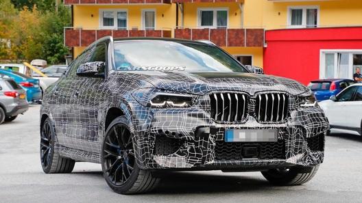 BMW X6M впервые поиграл мускулами на публике