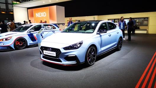 Hyundai выставила в Париже очень быстрый фастбек i30