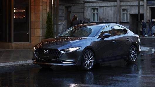 Новую Mazda3 лишили самой ожидаемой версии