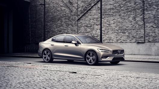 Без дизеля: Volvo объявила российские цены на новый седан S60
