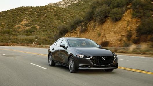 Объявлена дата начала продаж в России нового седана Mazda3