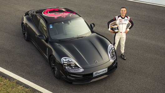 Porsche Taycan публично дал жару по треку в Шанхае