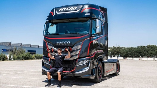 Iveco превратила кабину нового грузовика в настоящий фитнесс-зал