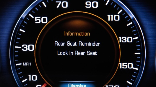 Обязательное сигнальное устройство не позволит забыть в машине детей