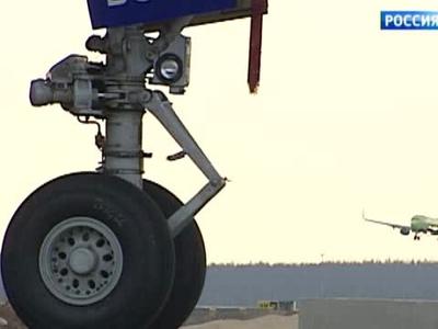 Самолет с поврежденным шасси приземлился в Тюмени