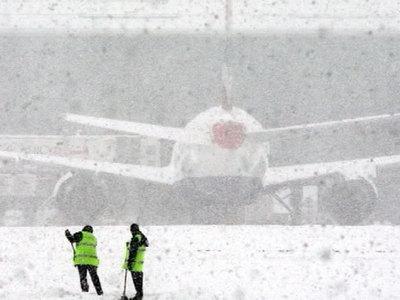 Аэропорт Иркутска закрыт из-за сильного снегопада