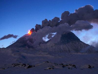 Ключевской вулкан не успокаивается