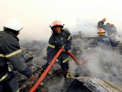 Число жертв взрыва на фабрике в Бангладеш растет