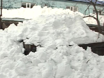Под тяжестью снега обрушилась крыша тульского предприятия, погибли трое