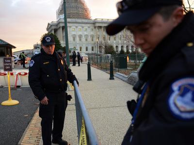 Напавшего на полицию у Капитолия сначала приняли за женщину
