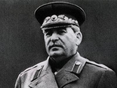 Рядом со Сталиным в Сургуте хотят поставить Берию