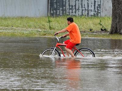 Число жертв наводнения в Луизиане достигло 10