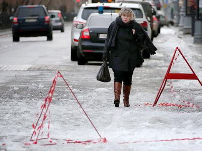 Москвичей предупредили об оранжевых снегопаде и гололеде