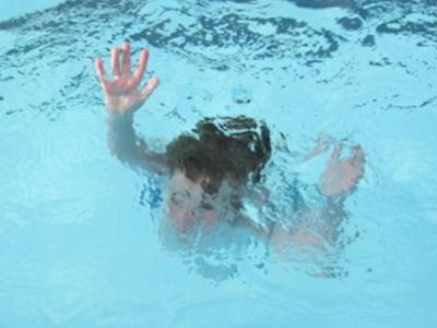 В Подмосковье двухлетний ребенок утонул в бассейне