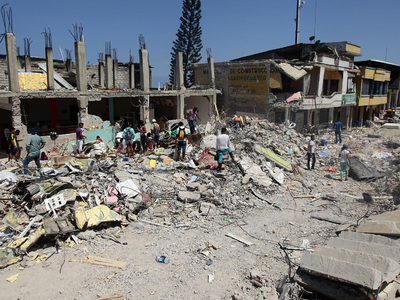 Землетрясения продолжают сеять смерть среди жителей Эквадора