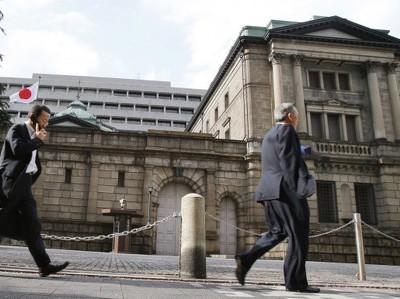 Банк Японии распродает акции