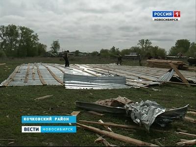 Штормовой ветер сорвал крышу школы в Мошковском районе