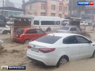 Погода на выходные: оранжевая Москва, тонущий Сочи и осень в Мурманске