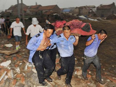 Число жертв урагана в Китае приблизилось к 100