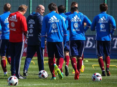 Футбольная сборная России идет на рейтинговый антирекорд